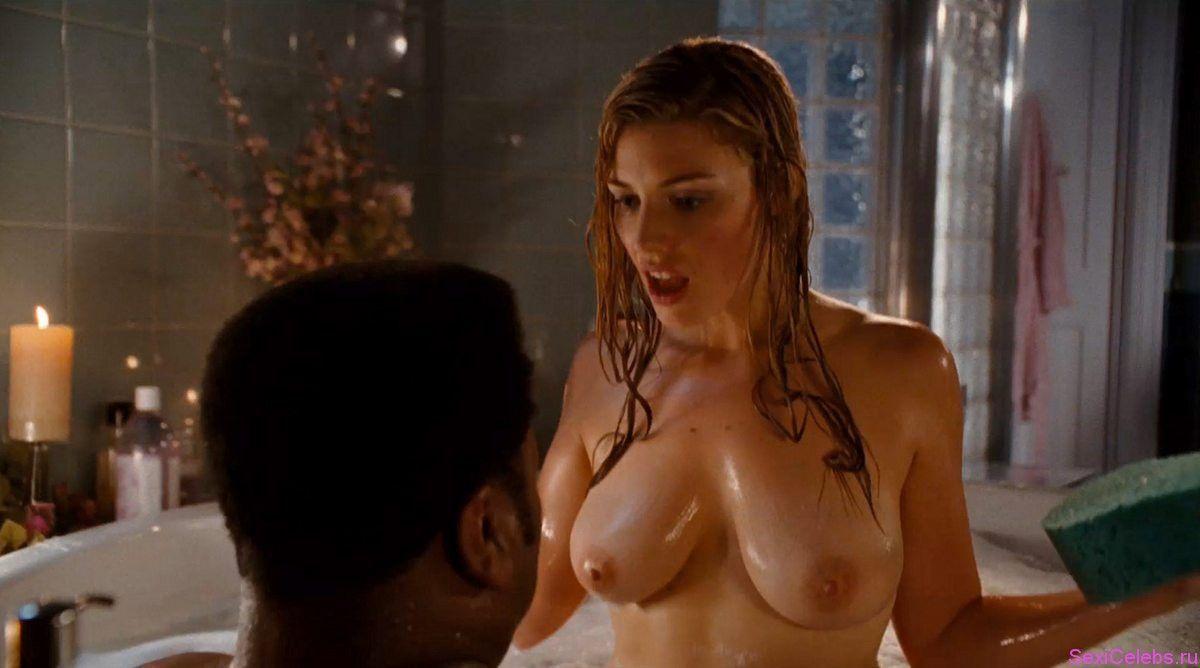 Jessica pare naked